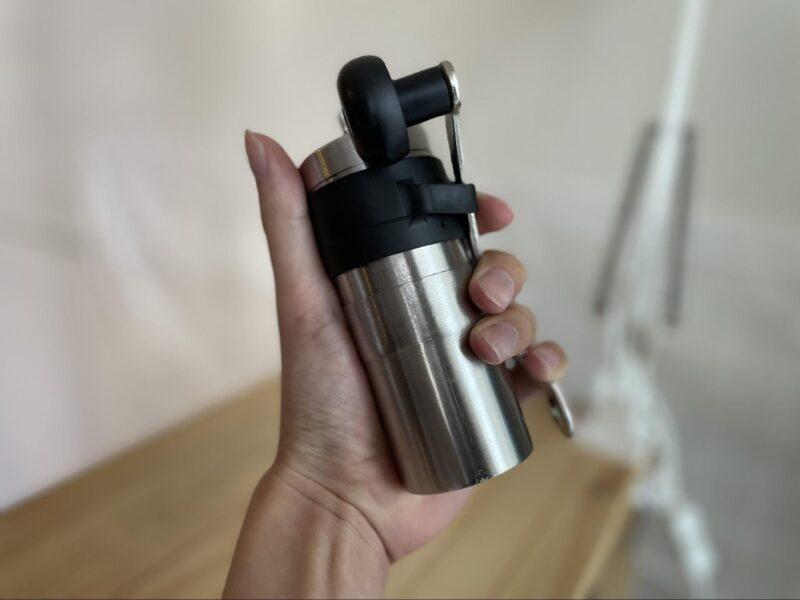 手のひらサイズのコーヒーミル