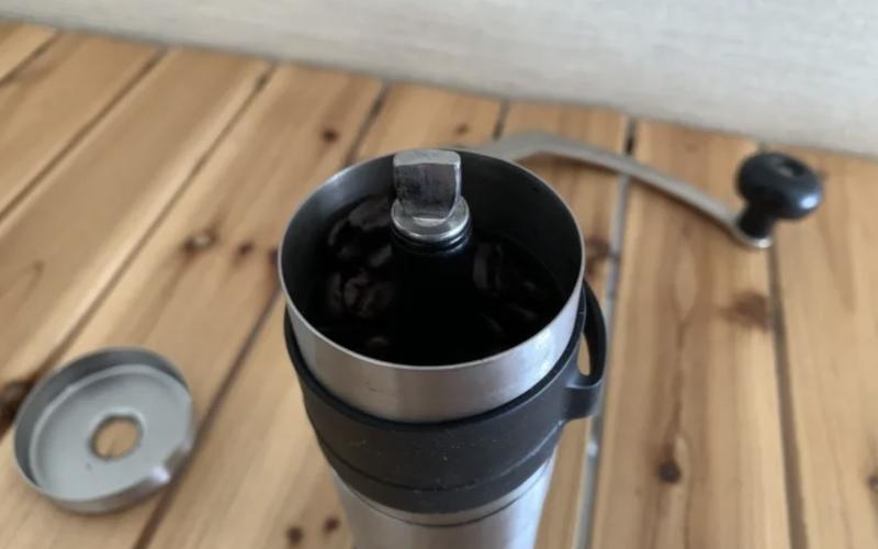 コーヒー豆を挽く方法とは?手動ミル・電動ミル別にバリスタが伝授|macaroni
