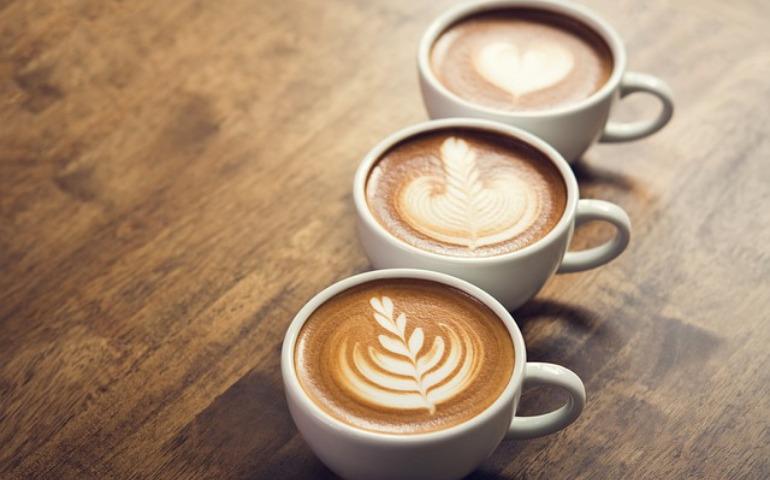 コーヒーカップの材質による違い