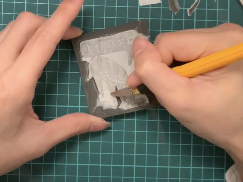 消しゴムはんこを彫る