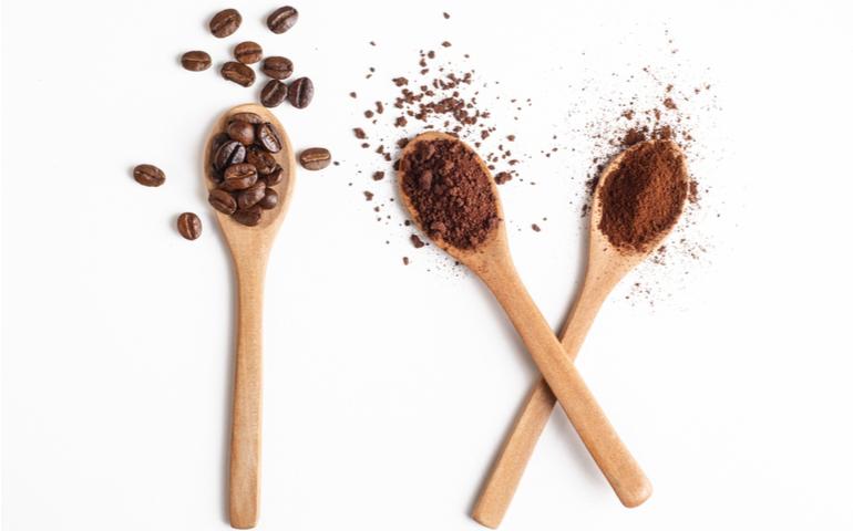 コーヒーは豆と粉どっちがおすすめ?メリデメを紹介